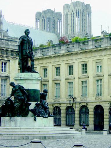 Reims sacr e ville d 39 histoire - Piscine pente composee reims ...