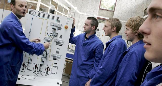 Schneider Electric veut rajeunir ses effectifs en France
